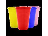 Одноразовые пластиковые стаканы и крышки