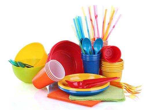 Одноразовая посуда из пластика в ассортименте